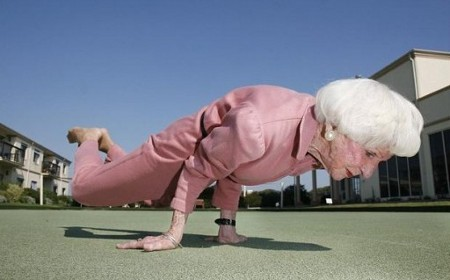 https://joseppamies.files.wordpress.com/2015/08/1664a-yoga-granny-575x439.jpg?w=813&h=506